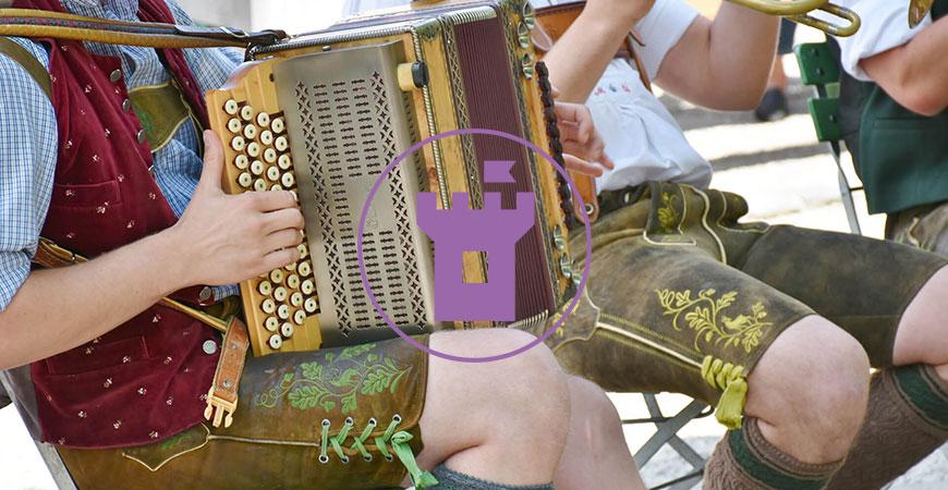 Bayerische Musikanten in Lederhose